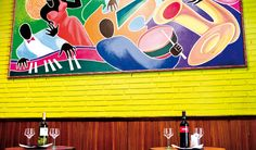 This is a lively bar and restaurant which serves breakfast, tapas and snacks, full meals and tasty music (Catalan rumba, Cuban son, flamenco, Catalan rumba, milonga,...