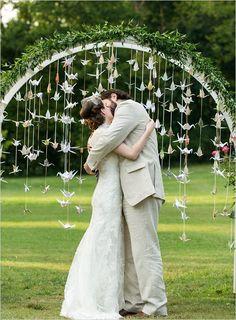 Adornando en arco. Manualidades para boda - como hacer grullas de papel:                                                                                                                                                                                 Más