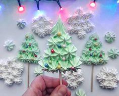 """Natalija on Instagram: """"NEW!❄ Новогодние безе🎄 Отличный подарок на праздники🎉 ⠀ Участвую в конкурсе """"Зима на пороге"""" от @gdetort.ru  #морозноебезе_gdetort  Спонсор…"""" Christmas Tree Meringues Recipe, Christmas Desserts, Christmas Treats, Christmas Baking, Christmas Holidays, Meringue Desserts, Meringue Cookies, Cupcake Cookies, Cupcakes"""