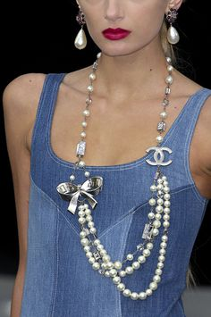 chanel chanel necklace and pearls on pinterest. Black Bedroom Furniture Sets. Home Design Ideas