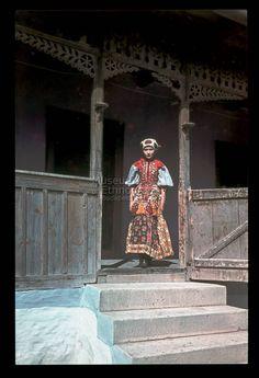 From Kalotaszeg, NHA Néprajzi Múzeum | Online Gyűjtemények - Etnológiai Archívum, Diapozitív-gyűjtemény Folk Costume, Costumes, Folk Clothing, In A Little While, Folk Music, Travelogue, Roman Empire, Hungary, Ford