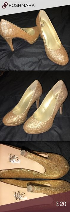 sparkly gold heels Great condition ! Only worn once Shoes Heels