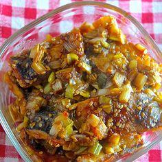 日持ち1週間♡魚臭さも気にならない♡『塩サバの甘酢ネギダレ』《簡単*節約*作り置き*お弁当》 | レシピブログ Fish Dishes, Food Menu, Ratatouille, Japanese Food, Bento, Seafood, Curry, Food And Drink, Soup