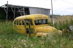 Old School Bus - Urban Explorer / Abandoned - Photos - Anywhere.ca