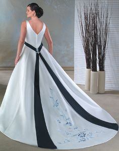 Google Image Result for http://www.cheapweddingdressesonline1.com/images/Plus-Size-Wedding-Dresses/Plus-Size-Wedding-Dresses-plus028-model-20121220-1.jpg