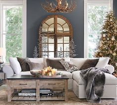 """24.8 mil Me gusta, 282 comentarios - Pottery Barn (@potterybarn) en Instagram: """"Pass the hot cocoa.  This room is giving us major holiday warm fuzzies.  Now if you excuse us, we…"""""""