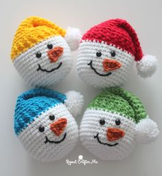 Crochet Snowman Heads - Repeat Crafter Me Crochet Christmas Wreath, Crochet Snowman, Crochet Ornaments, Christmas Crochet Patterns, Christmas Ornaments To Make, Easy Crochet Patterns, Christmas Snowman, Easy Patterns, Crochet Snowflakes