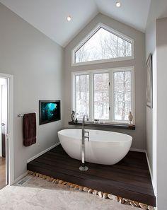 Freestanding Bathtub On Platform
