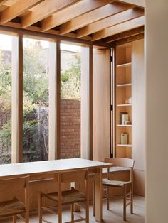 Dewsbury Road consists of a small extension project carried out by the architect O'Sullivan Skoufoglou, in a house in Dollis Hill, London. A room that gains ground to the existing garden and that houses the kitchen and dining room in a single space. Interior Simple, Modern Interior, Interior And Exterior, Luxury Interior, Extension Veranda, Architecture Résidentielle, Sustainable Architecture, Interior Minimalista, Modern Windows