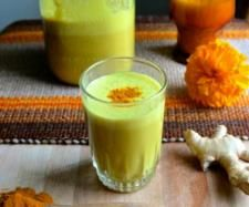 Golden Turmeric Milk is an ancient Ayurvedic elixir for calming inflammation, as well as 7000 other scientifically proven uses. Fresh Tumeric Recipes, Rutabaga Recipes, Watercress Recipes, Saffron Recipes, Qinuoa Recipes, Milk Recipes, Juice Recipes, Vegan Recipes, Paleo Vegan