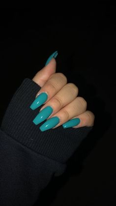 Aqua blue nails Source by Nagelmode Teal Nails, Aycrlic Nails, Blue Coffin Nails, One Color Nails, Blue Glitter Nails, Yellow Nails, Toenails, Summer Acrylic Nails, Best Acrylic Nails