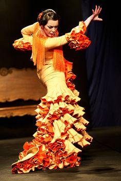 FLAMENCO!!!! <3 (this picture: Raquel Villegas dancing in Casa Patas, Madrid)