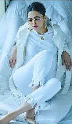 Deepika Padukone looks so stunning in this all white outfit, doesn't she? Indian Bollywood Actress, Bollywood Girls, Beautiful Bollywood Actress, Beautiful Indian Actress, Bollywood Fashion, Beautiful Actresses, Indian Actresses, Bollywood Style, Bollywood Actors