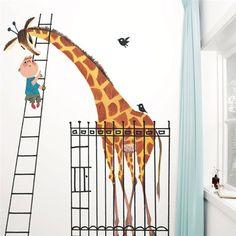 Dikkerte Dap klom op de trap... Dit beroemde versje van Annie M.G. Schmidt komt tot leven in de kinderkamer met dit vrolijke behang. #dikkertjedap #kinderkamer #giraffe