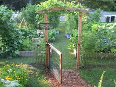 cottage front yard gardens | Front Yard Food....
