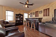 175 Tidewater Range Las Vegas, NV www.lasvegashomes.com Agent: Jameson & Stagg Loft