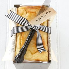 To package as a gift, clean the loaf tin and line with greaseproof or decorative paper. Place the cake back in the tin. Tie a ribbon around it and add a pretty knife and a name tag.