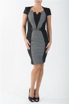 1465fdd45615 En tøff knelang kjole med innfelt midtstykke i tweed. Påsydd beltedetalj.  Veldig fin med