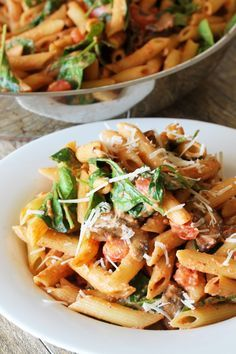 Weekdays can be exhausting after those long hours at work and the last thing you want to be doing is spending too much time making dinner. Here are 15 different pasta recipes that will only take 15-minutes to make.