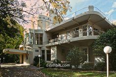 My second favorite decade for houses. Decopix - The Art Deco Architecture Site - Art Deco & Streamline Moderne Houses Bauhaus, Casa Art Deco, Residential Architecture, Architecture Design, Art Nouveau, Streamline Moderne, Art Deco Buildings, Art Deco Furniture, Art Deco Design