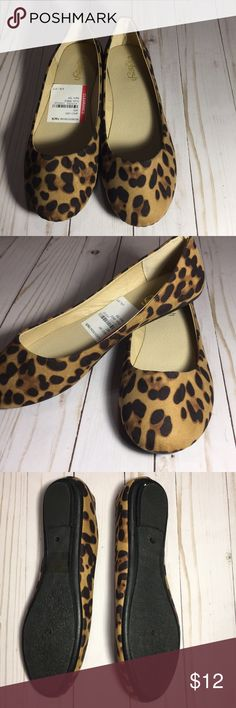 NWT leopard flats NWT leopard flats size 6 1/2 Refresh Shoes Flats & Loafers