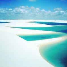 Os Lençóis Maranhenses são um ecossistema de mangue, restinga e dunas, com ventos fortes e chuvas regulares. Sua beleza atrai turistas que vem passear pelas dunas e banhar-se nas lagoas. Clique no post para saber mais detalhes ou acesse www.acamminare.com
