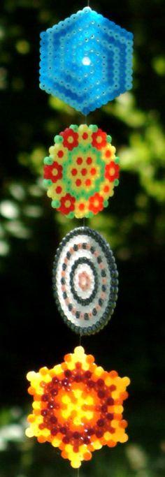 Bügelperlen Mobile. Perfekt für den Kindergeburtstag. Kann man schön gemeinsam basteln, gleich benutzen und als Giveaway verschenken.