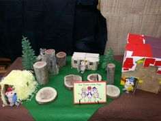 Three little pigs story table