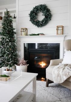 A simple Christmas. This is my theme for the holiday season. Creating a home full of cheer but with a simplistic approach. Merry Little Christmas, Noel Christmas, Simple Christmas, All Things Christmas, Christmas Ideas, Minimal Christmas, White Christmas, Christmas Wonderland, Winter Wonderland