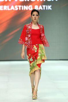 Batik Fashion, Ethnic Fashion, African Fashion, Batik Blazer, Blouse Batik, Indonesia Fashion Week, Modern Kebaya, Batik Kebaya, Amarillis