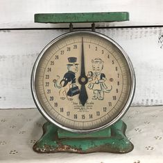 Excited to share this item from my shop: Vintage Antique Midcentury Jacob Bros Jay Bee Green Metal 30 Lb Nursery or Kitchen Scale with Cat Figures Modern Outdoor Kitchen, Modern Kitchen Island, Modern Kitchen Cabinets, Modern Kitchen Design, Kitchen Dining, Vintage Antiques, Vintage Items, Vintage Food, Vintage Stuff