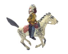 VINTAGE BRITAINS LEAD TOY AMERICAN INDIAN CHIEF MOUNTED GALLOPING HORSE TOMAHAWK