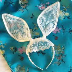 DIY bunny ears, I need to make these for Abby and Maximus. They wont want to wear it but their Mama will love it!