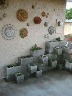 Jardinera con bloques de cemento