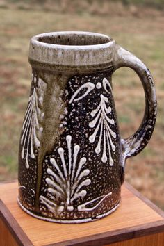 East Fork Pottery | Wood-fired ceramics by Alex Matisse  (Nice alternative handle style and white slip design trailings.....)