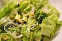 Avokado-fenkolisalaatti