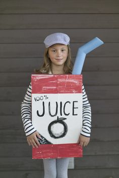 My boy's initials are AJ and OJ and for the longest time I've wanted to make them Apple Juice and Orange Juice box costumes. I'm so happy to say that this year I've finally made a juice box costume...
