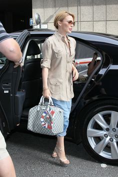 bb150d2941ee0 Kylie Minogue carried a Gucci UK GG Flag Collection Boston bag in beige and  ebony GG