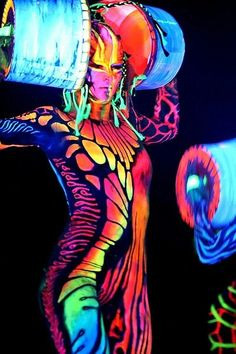 Abstract: World's Largest Body Painting Black Light Party Neon Painting, Light Painting, Painting Art, Glow Paint, Psy Art, Neon Glow, Paint Party, Light Art, Face Art