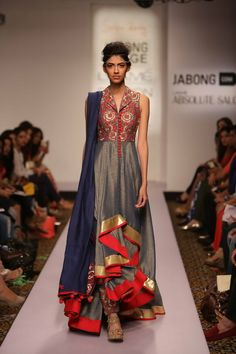 Lakmé Fashion Week – Shilpa Reddy and Ridhi Mehra presented amazing style directions at Jabong stage during Lakmé Fashion Week Summer/Resort 2015 Lakme Fashion Week, India Fashion, Asian Fashion, Women's Fashion, Indian Wedding Outfits, Indian Outfits, Indian Attire, Indian Wear, Indian Look