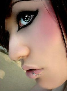 this is makeup eyeliner stuff how do they do this?!?!?!