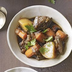 Slow-Cooker beef & potato stew - rachael ray every day Beef Stew With Beer, Beef And Potato Stew, Hearty Beef Stew, Beef And Potatoes, Stewed Potatoes, Beef Stews, Slow Cooker Beef, Slow Cooker Recipes, Beef Recipes