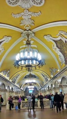 Planning a trip to Moscow? It's absolutely safe to visit Moscow and the best time to visit Moscow is now. Find 5 things to know in advance! Moscow Tours, Moscow Metro, Things To Know, Fair Grounds, Tips, Travel, Viajes, Destinations, Traveling