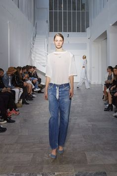 See the complete Off-White Spring 2016 Ready-to-Wear collection.