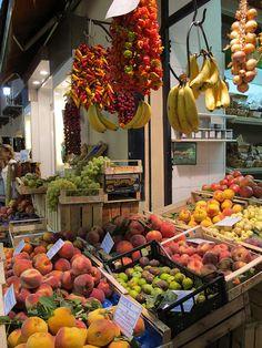 Market in Sorrento, Campania, Italy Sorrento Hotel, Sorrento Italy, World Food Market, Fresco, Italian Market, Capri, Italian Life, Southern Italy, Pompeii