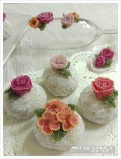 찹쌀떡 만들기-수능대박기원 찹쌀떡 만드는법 찹쌀모찌 앙금플라워독학 : 네이버 블로그 Korea Cake, Bean Paste, Moon Cake, Rice Cakes, Pudding, Sweets, Candy, Cooking, Desserts