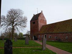 de vrijstaande zadeldaktoren van de kerk in Ezinge, begin 13e eeuw