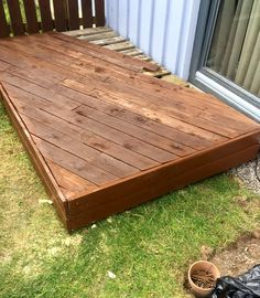 Pallet Front Porch Door #Decking | 101 Pallet Ideas - Using light walnut or dark walnut stain coats would just be mind blowing!