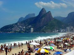 All weekends, Cariocas head to their famous beaches of Ipanema and Copacabana to relax, play games, drink beers and flirt with its beautiful ladies. Come over and enjoy!