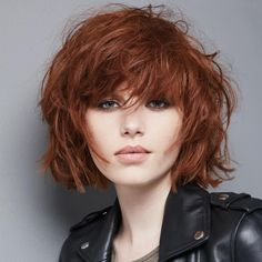 33 Brilliant Hairstyles for Round Face Women Models Short Hair Cuts For Round Faces, Short Red Hair, Round Face Haircuts, Long Hair With Bangs, Hairstyles For Round Faces, Short Haircuts, Medium Hair Styles, Curly Hair Styles, Haircut For Face Shape